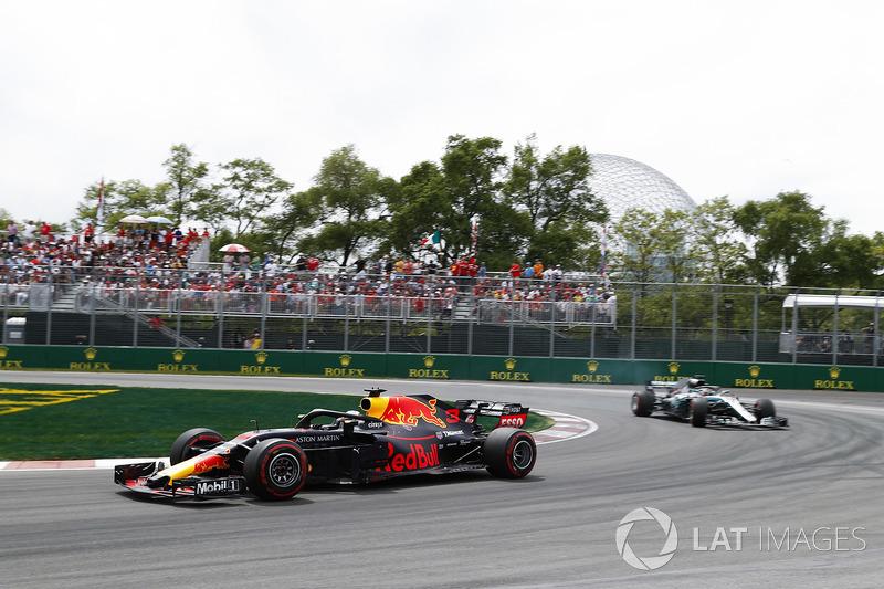 Ricciardo haalt Hamilton in door de pitstops