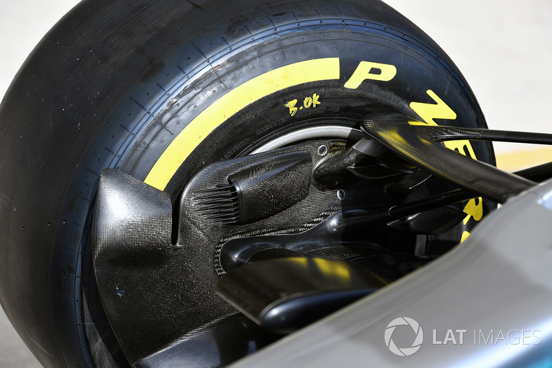 Mercedes-Benz F1 W08 detalle del tubo de freno delantero