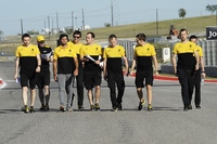 Carlos Sainz Jr., Renault Sport F1 Team walks the track with the team