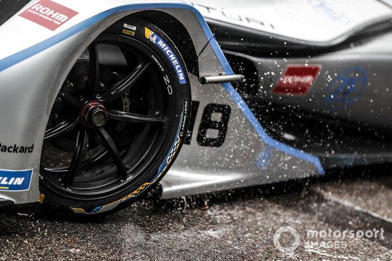 La pioggia colpisce l'anteriore della monoposto di Edoardo Mortara, Venturi Formula E, Venturi VFE05