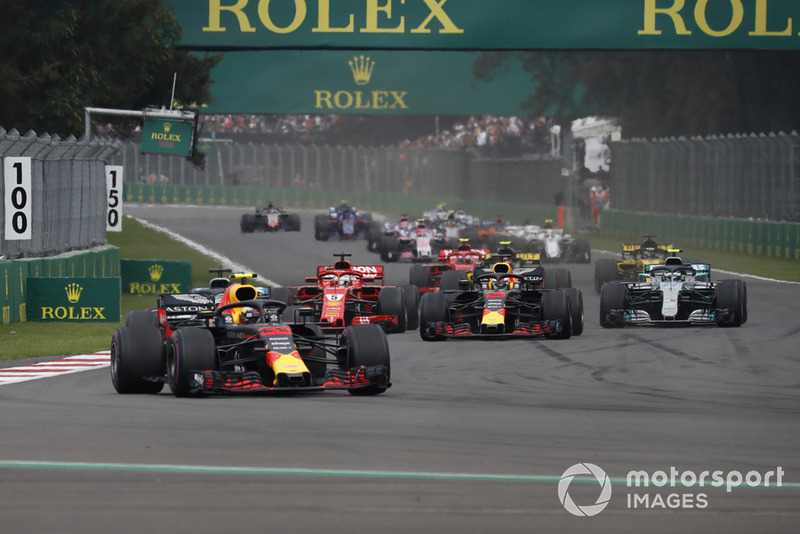 Max Verstappen, Red Bull Racing RB14 líder al inicio