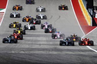 Lewis Hamilton, Mercedes AMG F1 W09 EQ Power+, battles with Kimi Raikkonen, Ferrari SF71H, at the start of the race