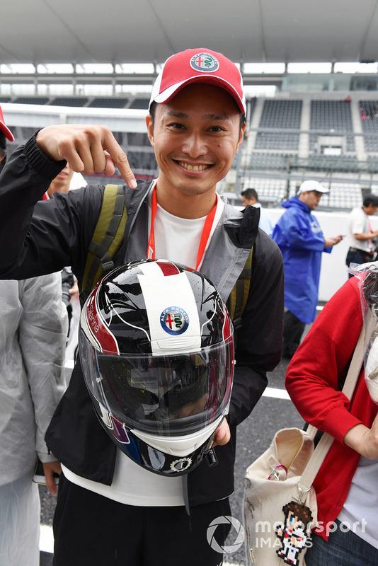 Charles Leclerc, Sauber fan and helmet