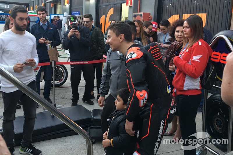 Jorge Lorenzo, Repsol Honda, con los fans