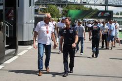 Dietrich Mateschitz, CEO y fundador de Red Bull y Christian Horner, jefe de equipo de carreras de Red Bull