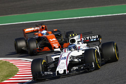 Lance Stroll, Williams FW40, Fernando Alonso, McLaren MCL32