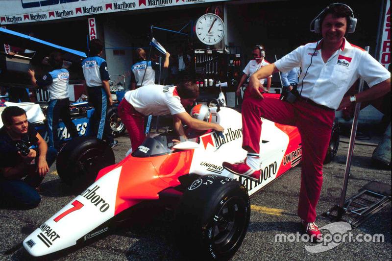 マクラーレンMP4/1B・コスワース(横に立つのはデザイナーのジョン・バーナード/1982年イタリアGP)