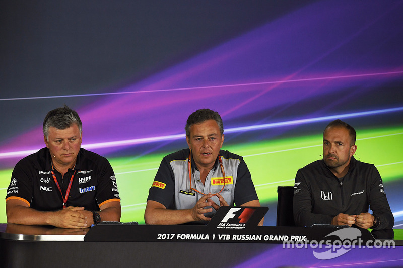 Otmar Szafnauer, Force India Formula One Team Chief Operating Officer, Mario Isola, Pirelli Sporting