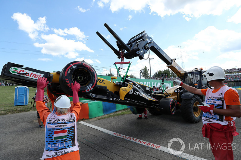 The crashed car of Jolyon Palmer, Renault Sport F1 Team RS17