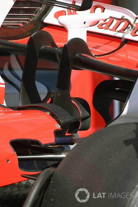 """تفاصيل الجناح الخلفي لسيارة فيراري """"اس.اف70اتش"""""""