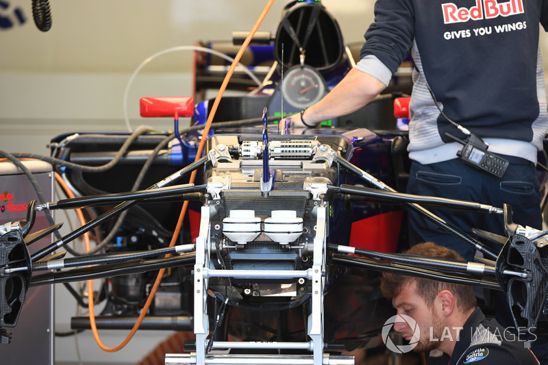 Scuderia Toro Rosso STR12 front suspension and chassis detail