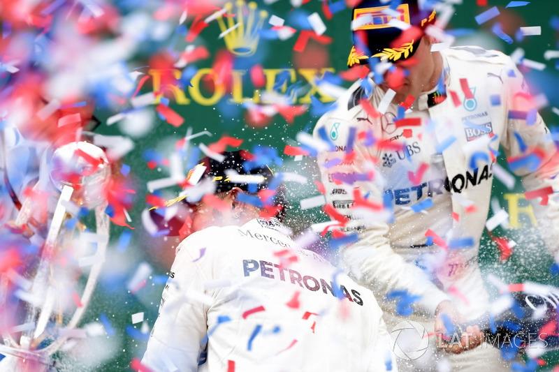 1. Lewis Hamilton, Mercedes AMG F1; 2. Valtteri Bottas, Mercedes AMG F1, mit Peter Bonnington, Mercedes-Renningenieur