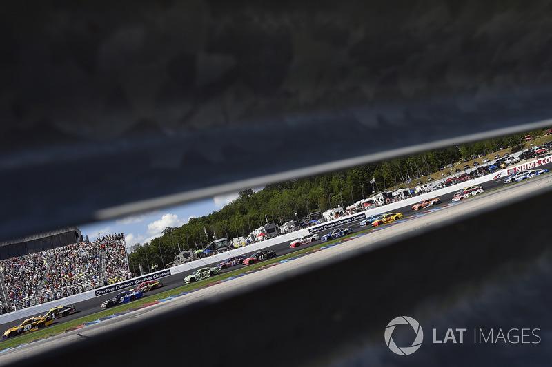 Matt Kenseth, Joe Gibbs Racing Toyota, Kasey Kahne, Hendrick Motorsports Chevrolet