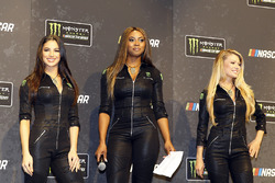 Девушки Monster Energy NASCAR Cup Series