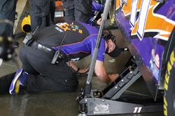 Denny Hamlin, Joe Gibbs Racing Toyota, crew members