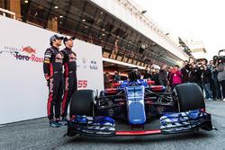 Даниил Квят, Карлос Сайнс-мл., Scuderia Toro Rosso STR12