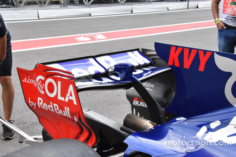 Aileron arrière de la Scuderia Toro Rosso STR12