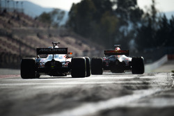 Stoffel Vandoorne, McLaren MCL32 et Max Verstappen, Red Bull Racing RB13