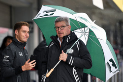 Stoffel Vandoorne, McLaren and Ross Brawn, Formula One Managing Director of Motorsports