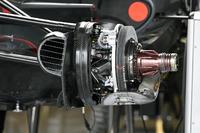 Haas F1 Team VF-17 detalle frontal de cubo de rueda y freno