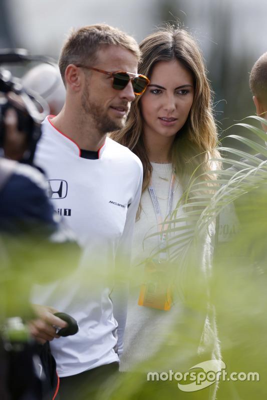 Jenson Button, McLaren con su novia Brittny Ward