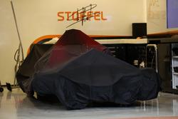 The car of Stoffel Vandoorne, McLaren MCL32 under covers