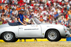Brendon Hartley, Toro Rosso, in the drivers parade