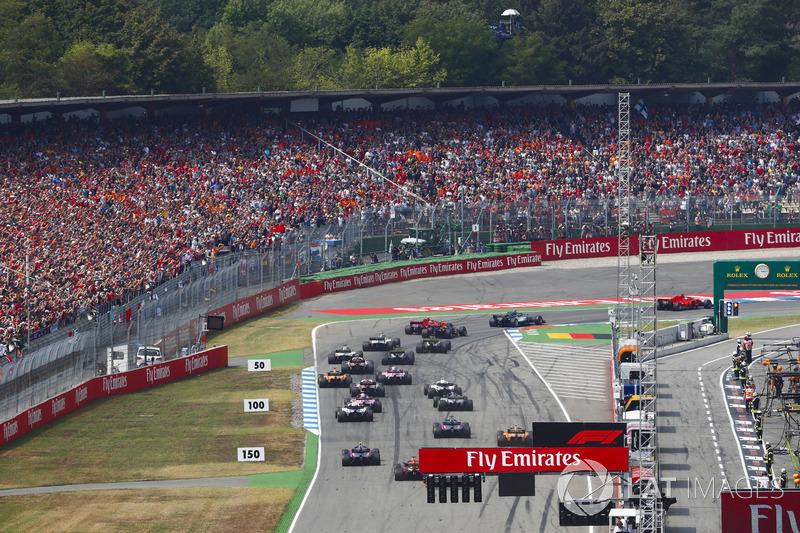Partenza: Sebastian Vettel, Ferrari SF71H, precede Valtteri Bottas, Mercedes AMG F1 W09, Kimi Raikkonen, Ferrari SF71H, Max Verstappen, Red Bull Racing RB14