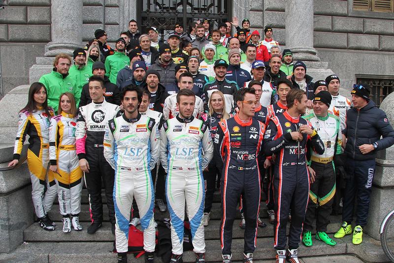 Foto grupal de pilotos