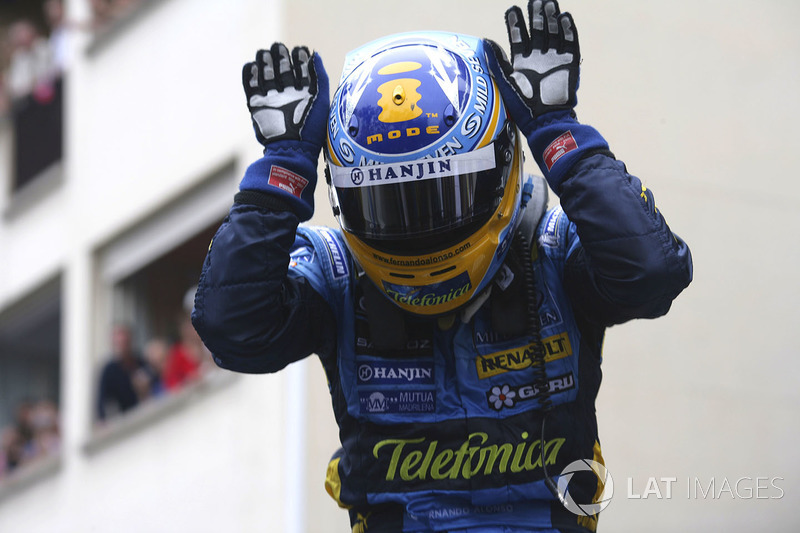 Race winner Fernando Alonso,Renault