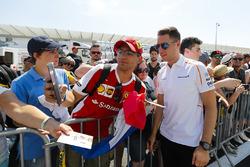Stoffel Vandoorne, McLaren, signs autographs and has his picture taken by fans