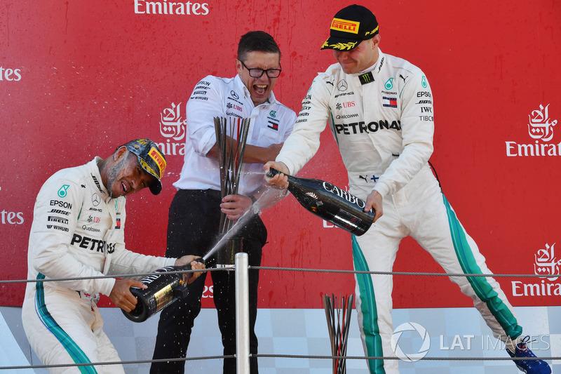 Победитель Льюис Хэмилтон, второе место – Валттери Боттас, Mercedes AMG F1, инженер команды Питер Боннингтон