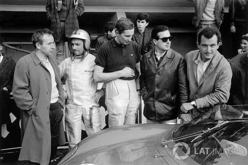 1963 год. Гонщики Ferrari Джон Сертиз, Вилли Мэресс, Майкл Паркс, Лоренцо Бандини и Людовико Скарфиотти