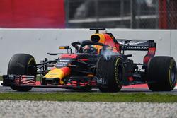 Max Verstappen, Red Bull Racing RB14 spin