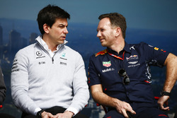 Toto Wolff, Executive Director (Business), Mercedes AMG, and Christian Horner, Team Principal, Red Bull Racing