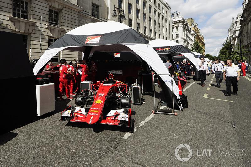 Ferrari set up their Ferrari SF70H