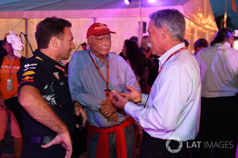 Крістіан Хорнер, керівник Red Bull Racing Team, Нікі Лауда, невиконавчий голова Mercedes, Чейз Кері, голова групи Формули 1 на барбекю у Петронас