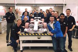 Windkanalmodell: Manor MRT07, mit Team