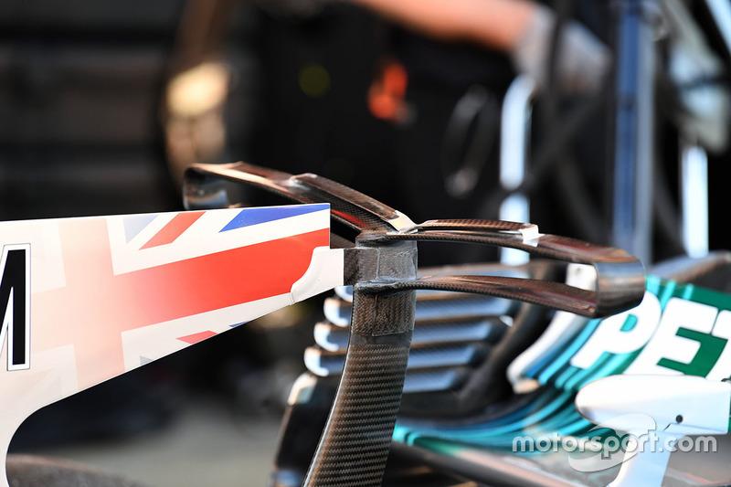 Т-образное антикрыло Mercedes AMG F1 W08