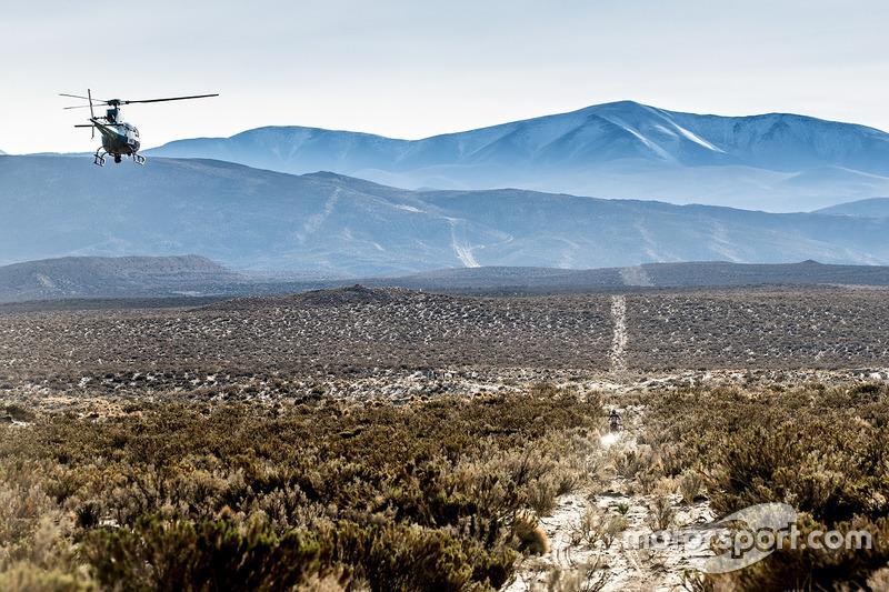 Вертолет пролетает над Хоаном Барредой, Monster Energy Honda Team