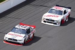 Joey Logano, Team Penske Ford y Cole Custer, Stewart-Haas Racing Ford
