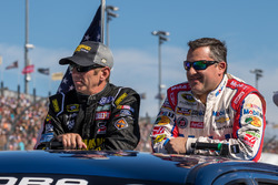 Greg Biffle, Roush Fenway Racing Ford, Tony Stewart, Stewart-Haas Racing