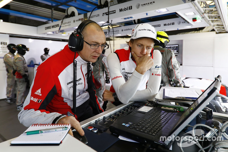 Brendon Hartley, Porsche Team, mit Crewchief Amiel Lindesay