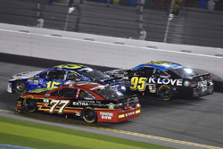 Erik Jones, Furniture Row Racing Toyota, Michael Waltrip, Premium Motorsports Toyota and Michael McDowell, Leavine Family Racing Chevrolet