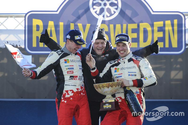 Los vencedores Jari-Matti Latvala, Miikka Anttila, Toyota Racing con Tommi Makinen