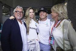 Nico Rosberg, Mercedes AMG F1 feiert seinen WM-Titel mit seiner Frau Vivian Rosberg, Mutter Sina Rosberg und Vater Keke Rosberg