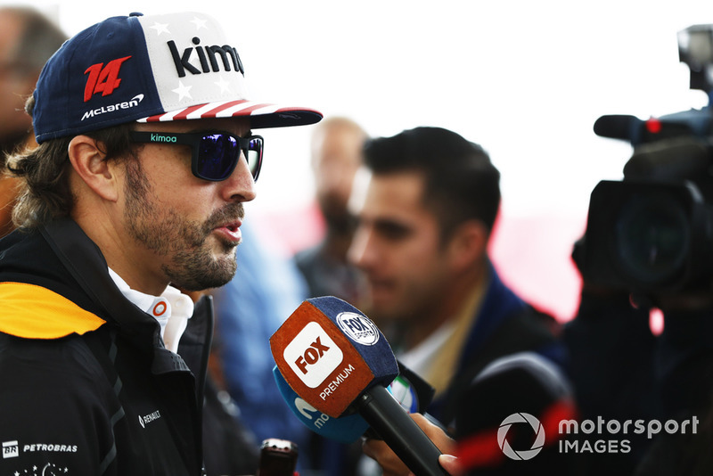 Fernando Alonso, McLaren, parle aux médias