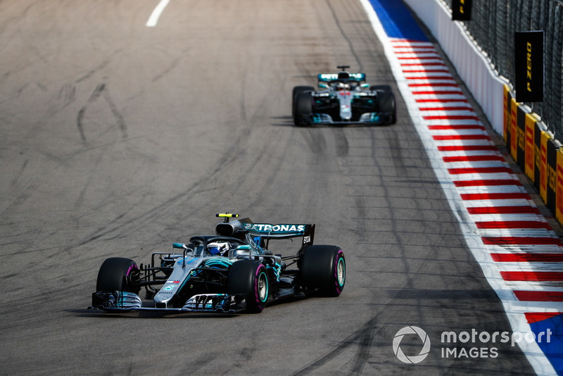 Bottas asks if Mercedes will swap places before the flag