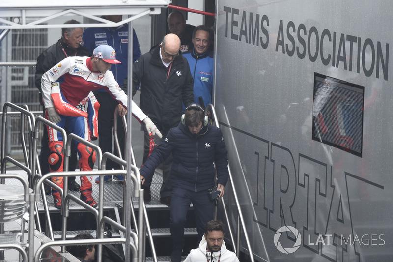 Кармело Еспелета, генеральний директор Dorna Sports, Джек Міллер, Pramac Racing, після засідання Комісії з безпеки
