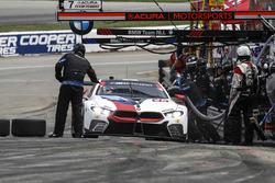 #25 BMW Team RLL BMW M8, GTLM: Alexander Sims, Connor de Phillippi, pit stop